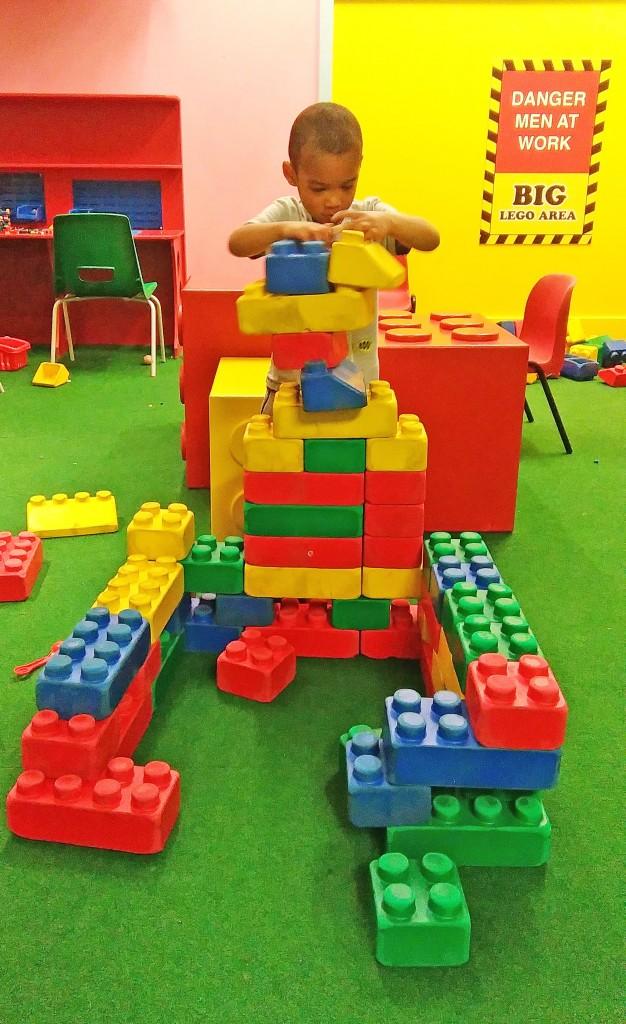 POINT + SHOOT: Big Lego Building