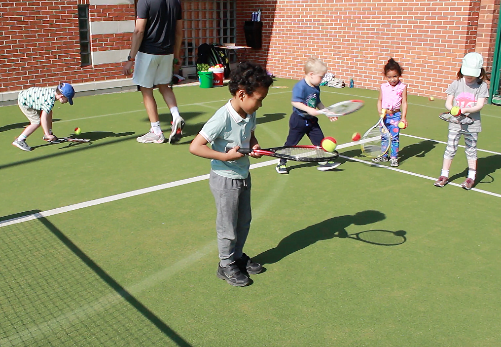 #TennisForKids : FREE Tennis Lessons This Summer With LTA