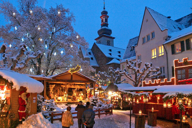 Christmas Market Visit and Christmas Dinner from Frankfurt