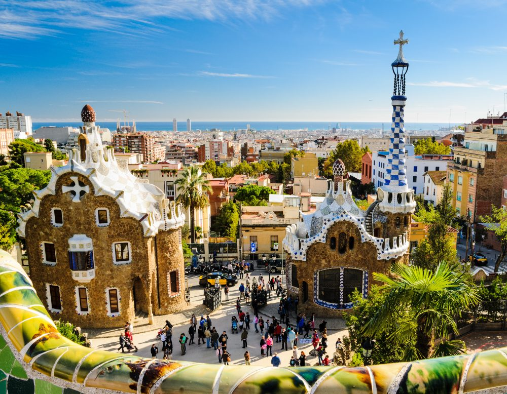 5 REASONS  WHY I SHOULD TAKE MY FAMILY & KIDS TO SEE  BARCELONA, SPAIN.